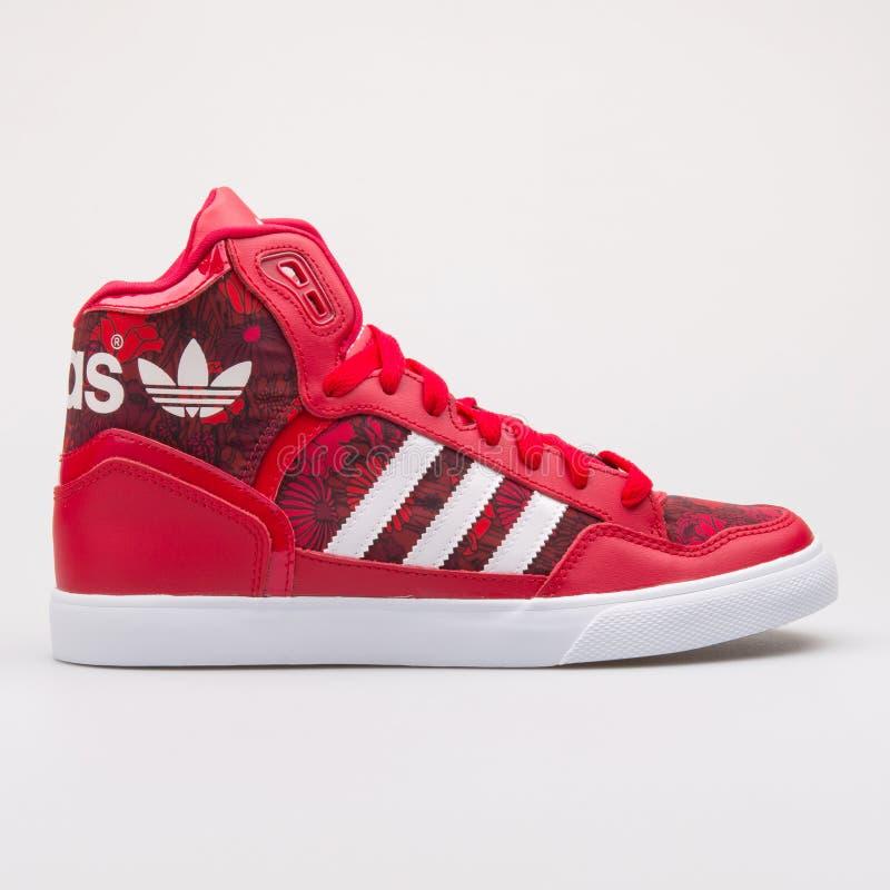 Scarpa da tennis rossa di Adidas Extaball fotografia stock