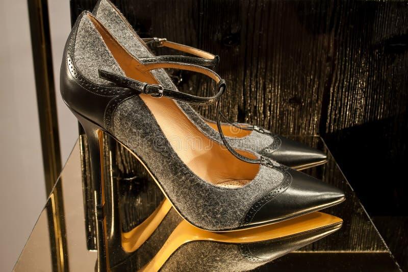 Scarpa italiana elegante delle donne fotografie stock libere da diritti