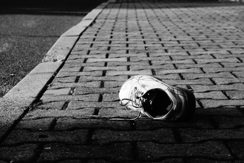 Scarpa schiantata sulla fuga fotografia stock