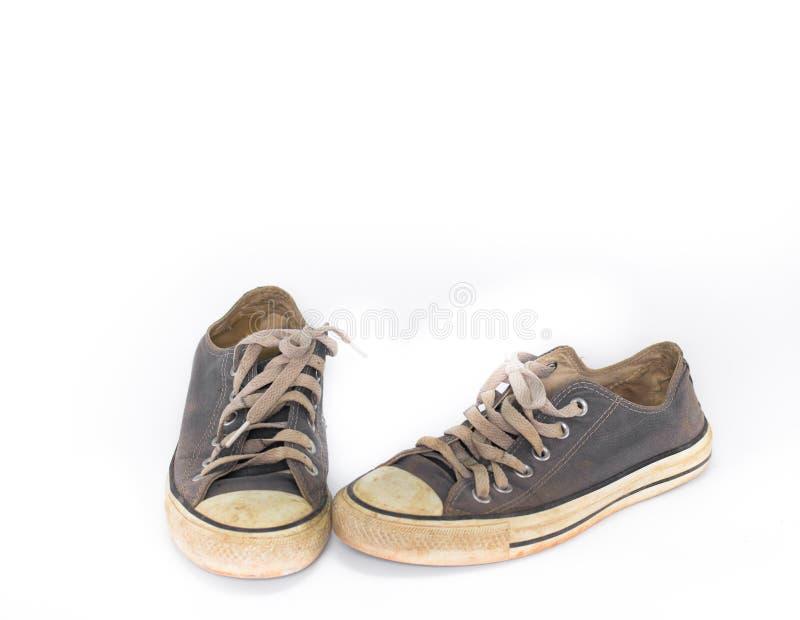 Scarpa sporca sul fondo bianco dell'isolato, fine sulla scarpa, scarpe blu sporche sui precedenti bianchi, scarpe blu della tela, immagine stock libera da diritti