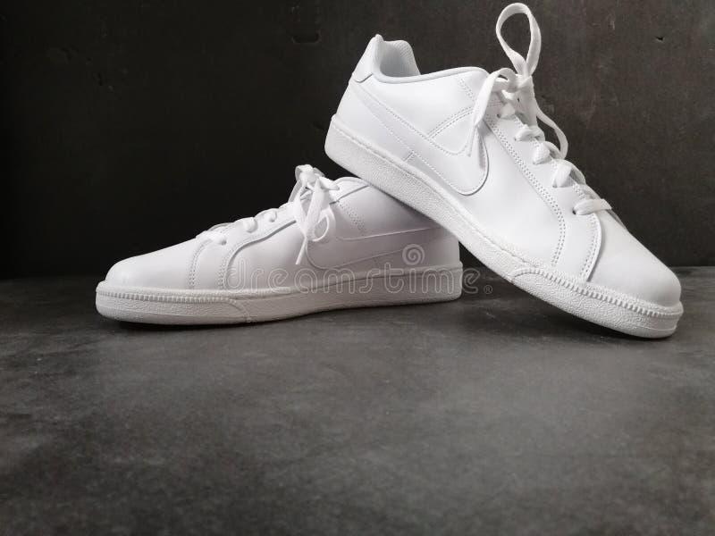 Scarpe bianche Nike fotografia stock