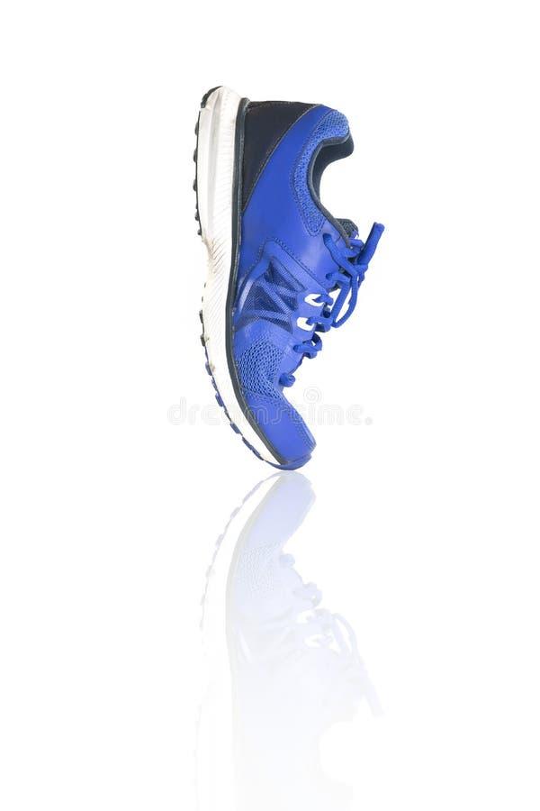 Scarpe blu variopinte della scarpa da tennis di modo e di funzionamento immagine stock libera da diritti