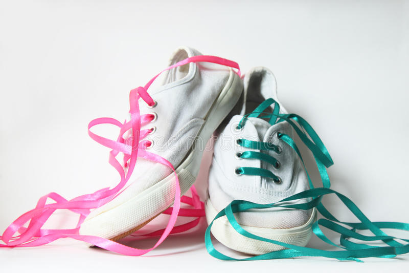 Scarpe da tennis bianche fotografie stock