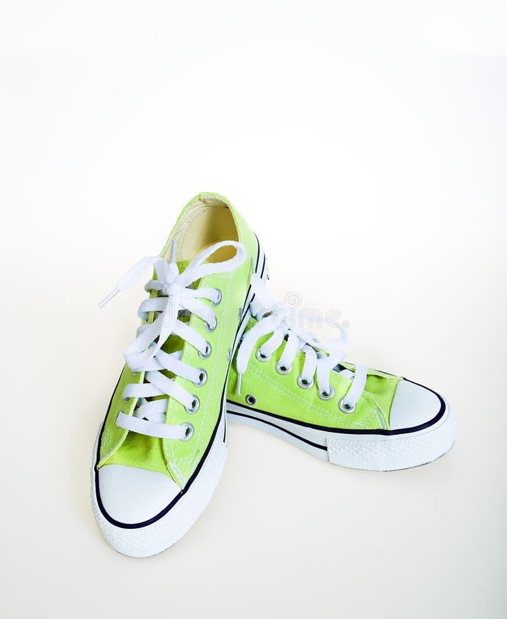 Scarpe da tennis verdi immagini stock libere da diritti