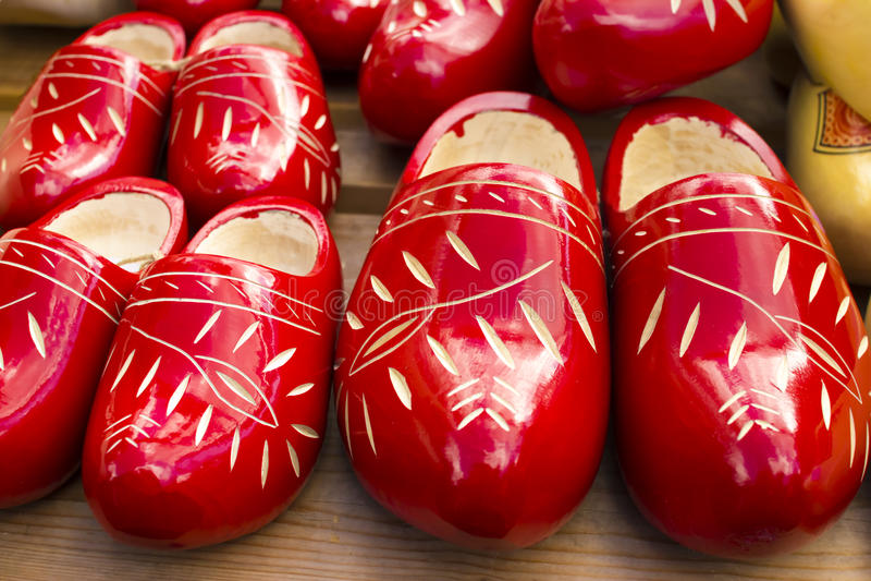 Scarpe di legno tradizionali olandesi con l'ornamento, impedimenti immagine stock libera da diritti