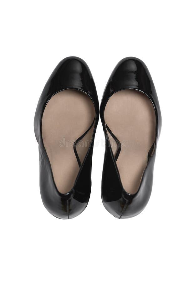 Scarpe di tallone eleganti su fondo bianco, vista dall'alto. Piatto fotografia stock libera da diritti