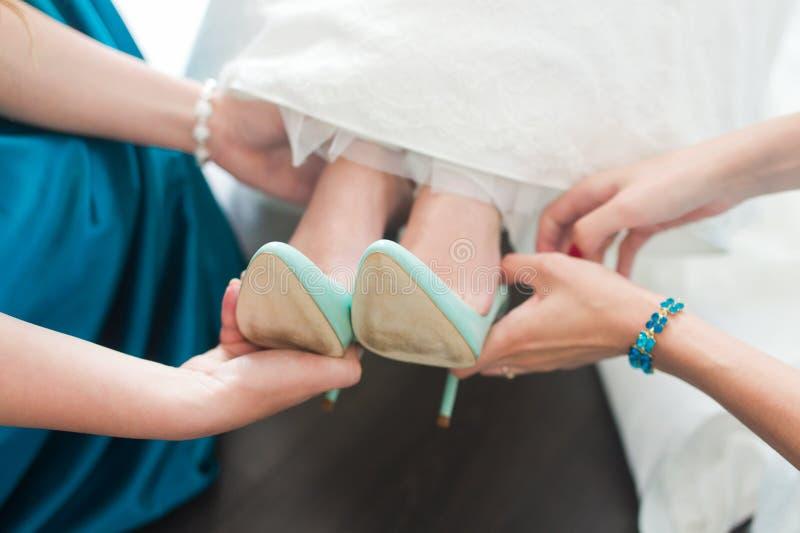 Scarpe di vestito per la sposa immagine stock libera da diritti
