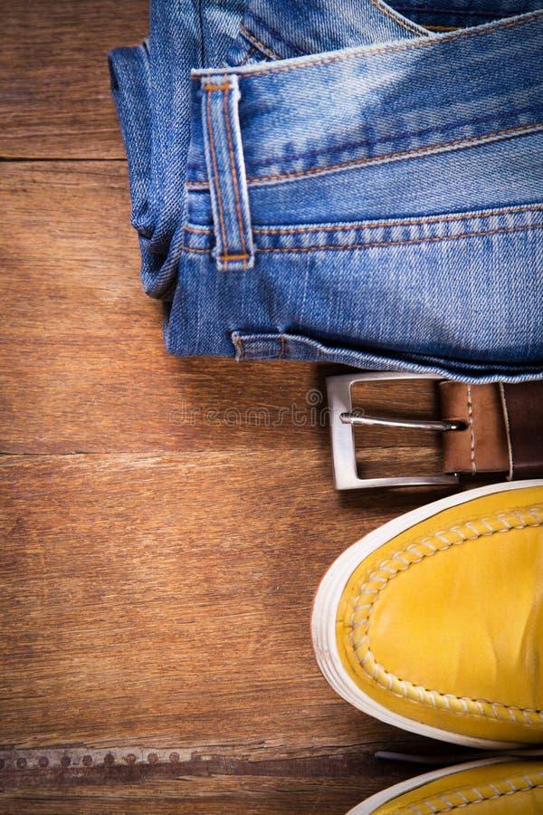 Scarpe, jeans e cinghia fotografia stock libera da diritti