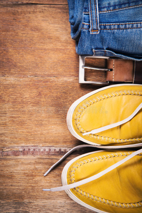 Scarpe, jeans e cinghia fotografie stock libere da diritti
