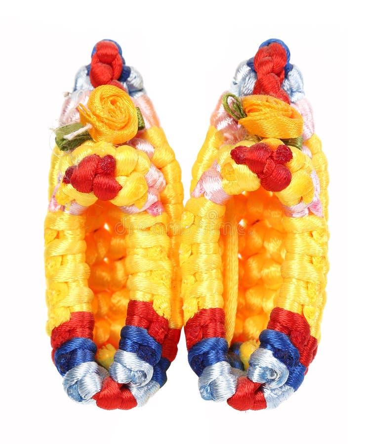 Scarpe multicolori del macramè. fotografia stock