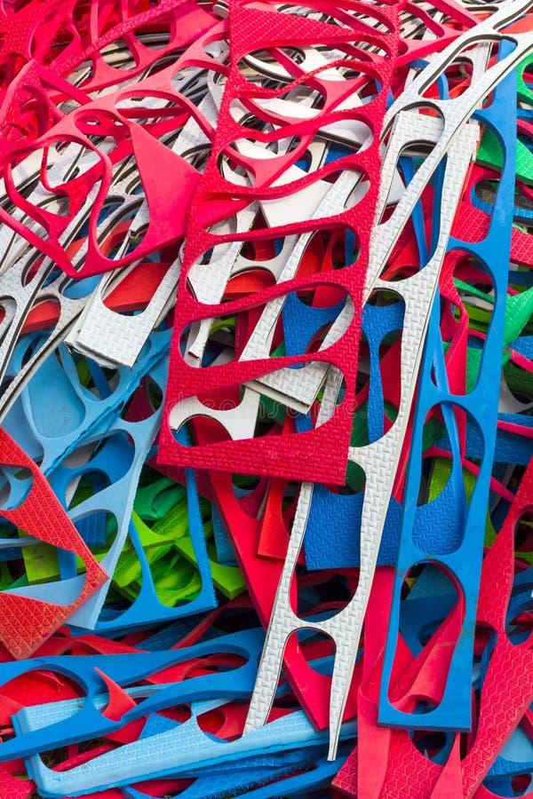 Scarpe variopinte dei modelli dello strato immagini stock libere da diritti