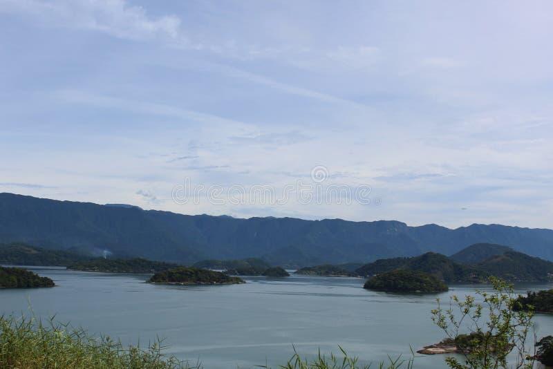 Scarpments et l'Océan Atlantique en Rio de Janeiro State, Brésil photos libres de droits