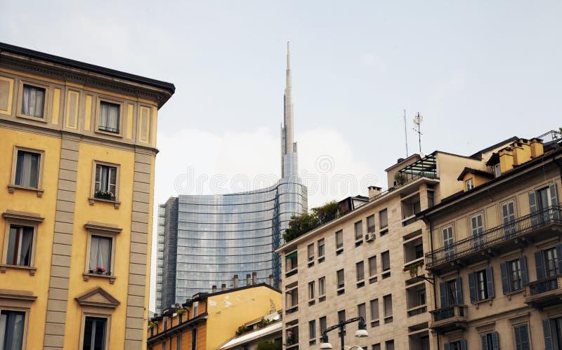 Scarsa visibilità sull'orizzonte di Milano fotografia stock