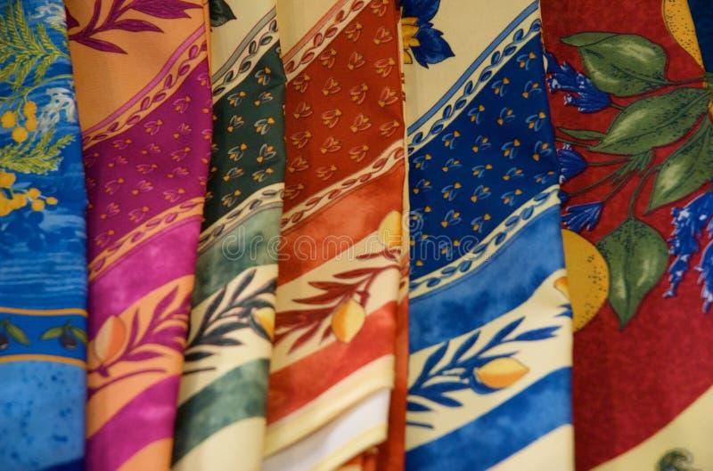 Scarves de seda dobrados coloridos imagem de stock