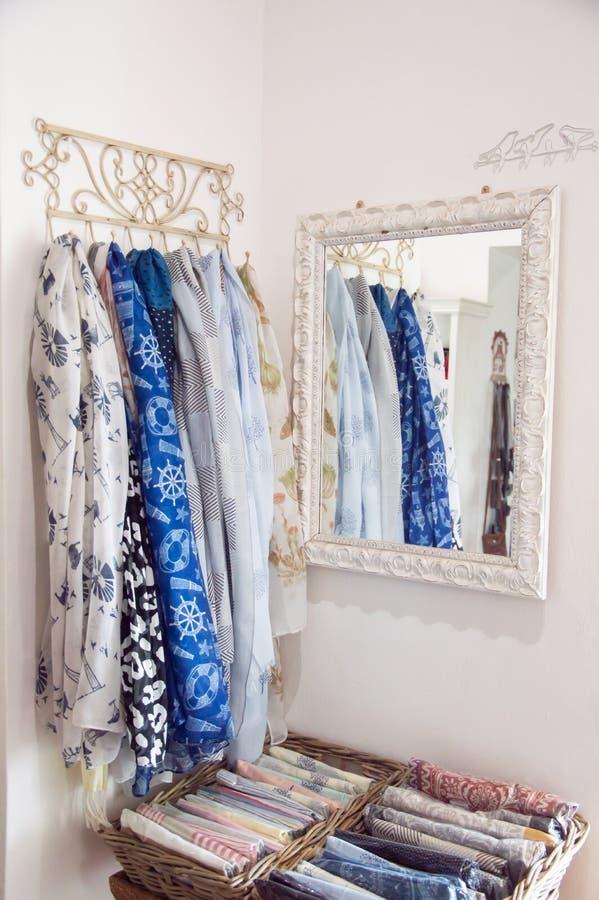 Scarves i blått och vitt arkivfoto