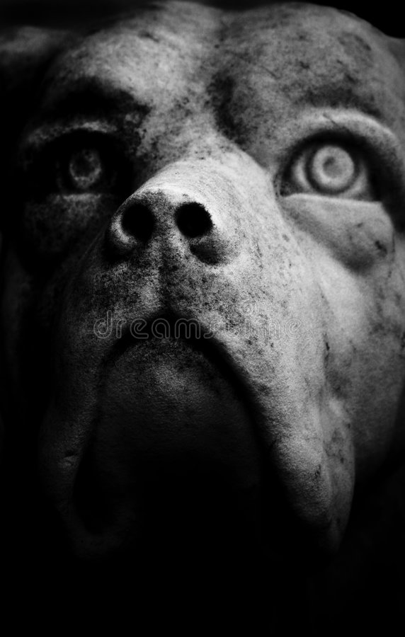 Free Scary Dog Statue Royalty Free Stock Photo - 7413205