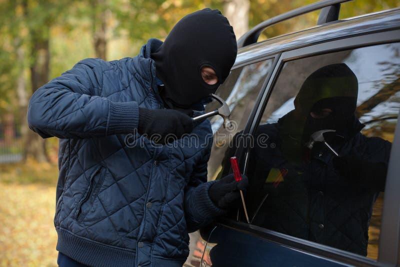 Scassinatore che indossa una maschera fotografie stock