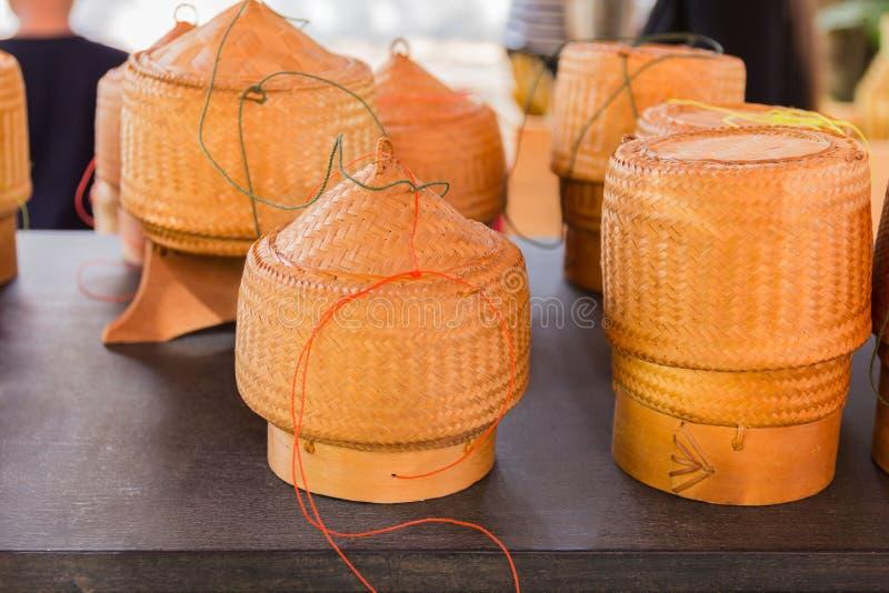 Scatola antiquata di legno di bambù di stile fotografie stock