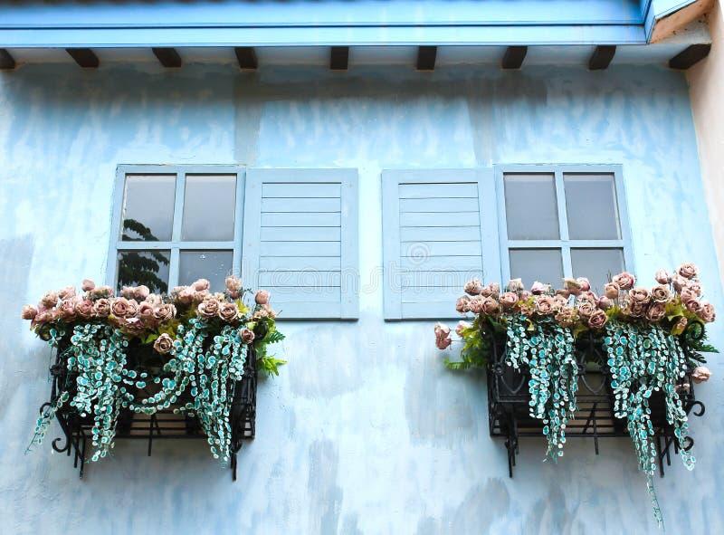 Scatola del fiore e della finestra fotografia stock libera da diritti