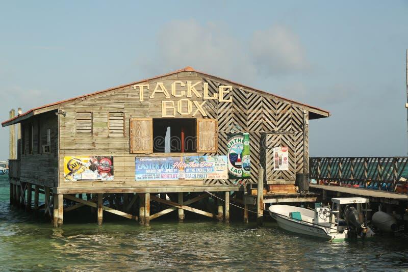 Scatola di attrezzatura popolare Antivari e griglia al lungomare in San Pedro, Belize fotografie stock libere da diritti