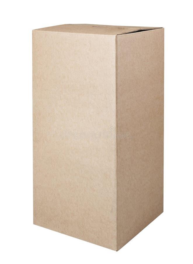 Scatola di cartone ondulata isolata su priorità bassa bianca immagine stock