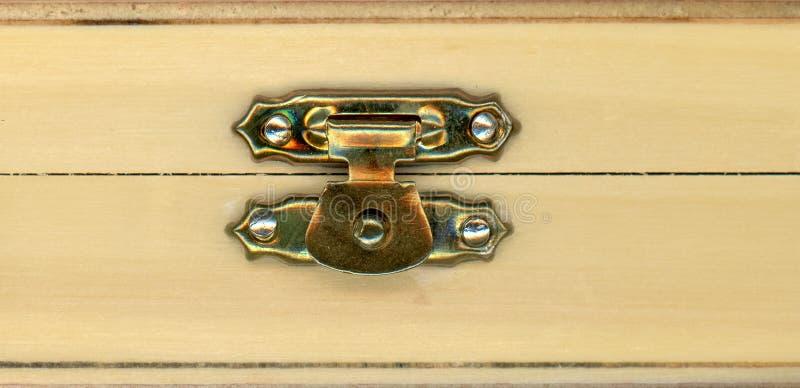 scatola di legno del cofano con la serratura immagine stock libera da diritti