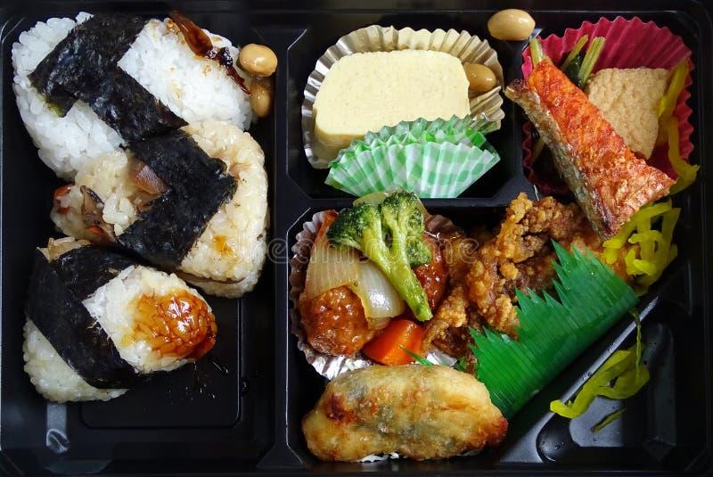 Scatola di pranzo di plastica nera con la prima colazione giapponese tradizionale fotografie stock libere da diritti