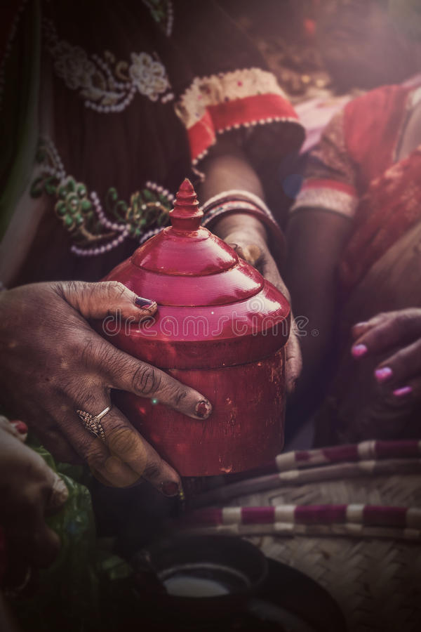 Scatola di Sindoor | Cerimonia di nozze indiana fotografie stock libere da diritti
