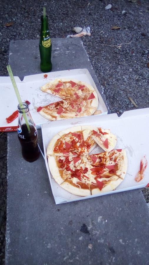 Scatola due di pizza e delle bevande per due persone fotografie stock libere da diritti