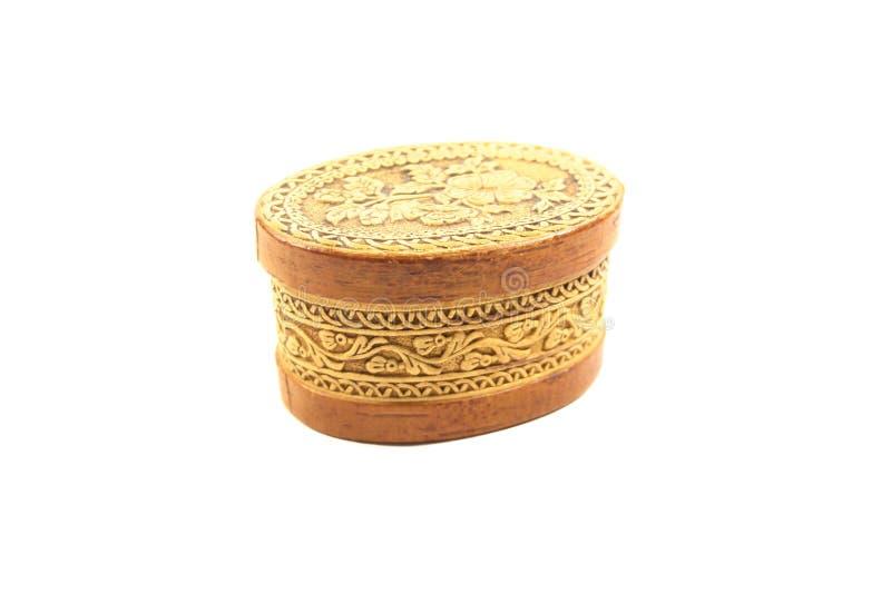 Scatola ovale di legno con un coperchio chiuso per gioielli e gioielli fotografia stock