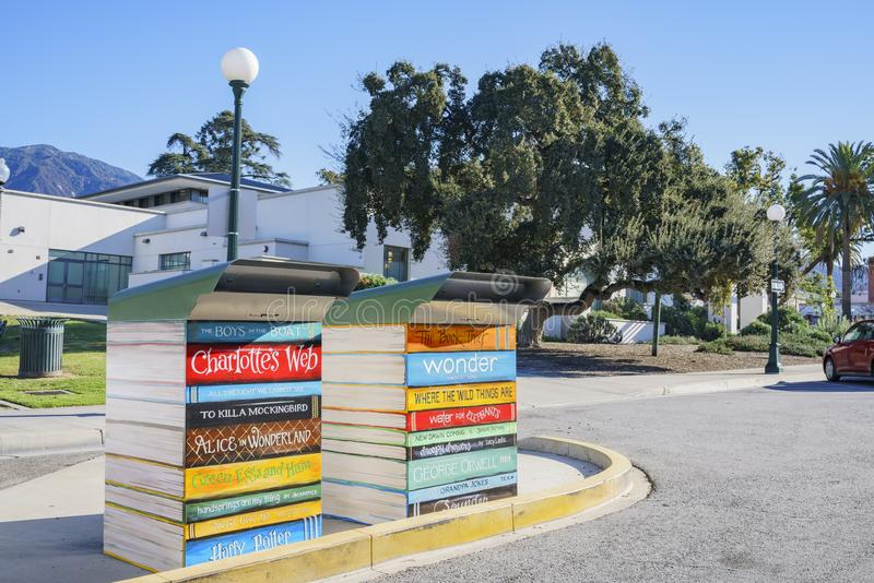 Scatola sveglia di ritorno del libro alla biblioteca di Monrovia fotografia stock libera da diritti