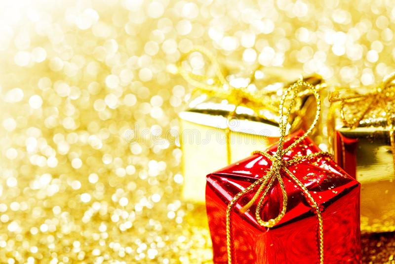 Scatole con i regali di festa fotografie stock