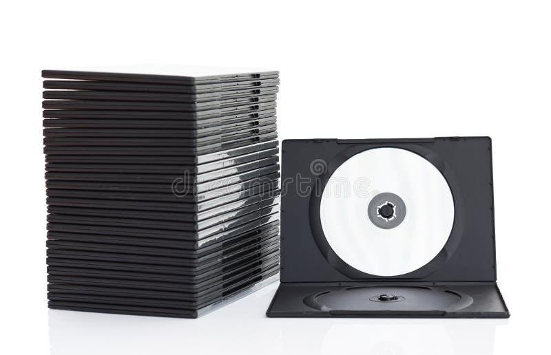 Scatole di Dvd con il disco su fondo bianco immagine stock libera da diritti