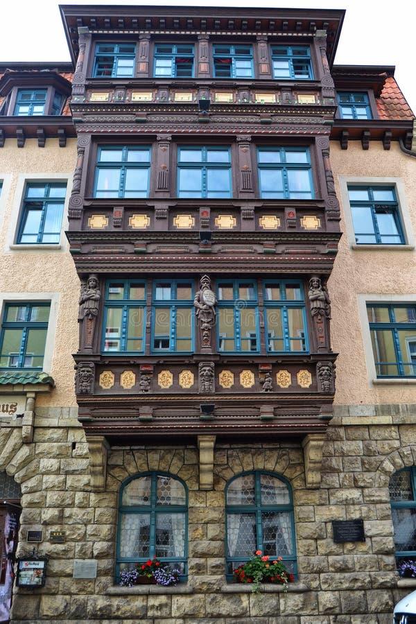 Scatole di finestra massicce su una costruzione in Germania fotografie stock