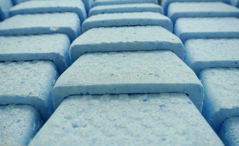 Scatole in schiuma di stirolo blu immagine stock