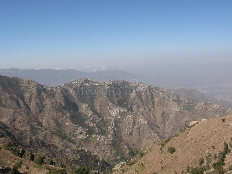Download Scattered Houses In The Mountains Of Yemen Royalty Free Stock Images - Image: 10400639