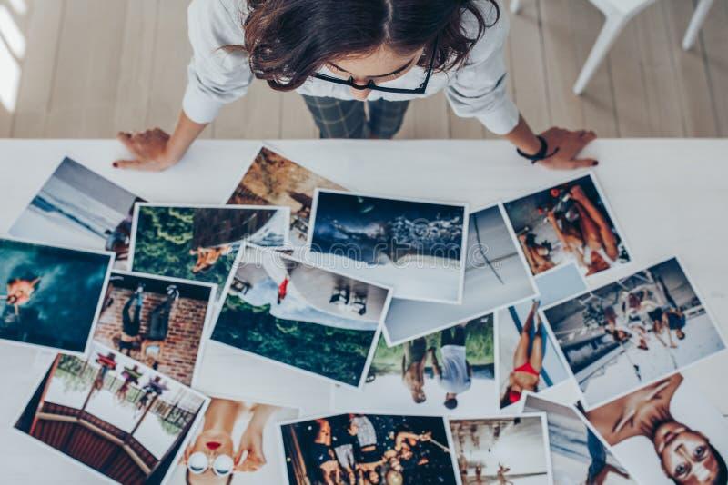 Scegliendo la migliore immagine dai photoshoots fotografie stock