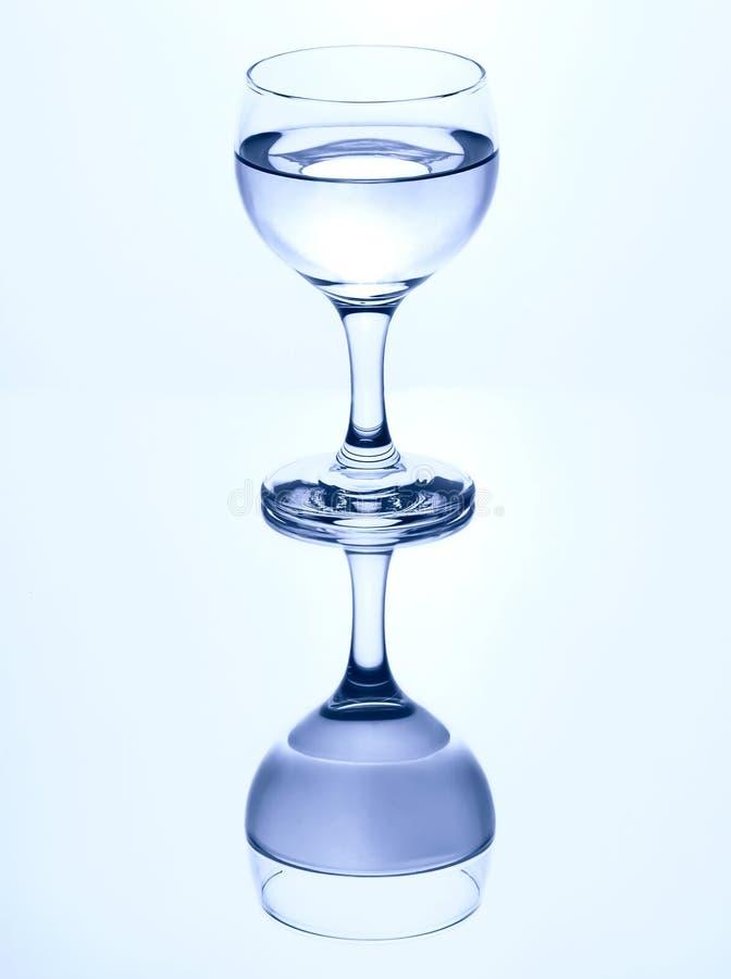 Scelga il bicchiere d'acqua staccato fotografie stock