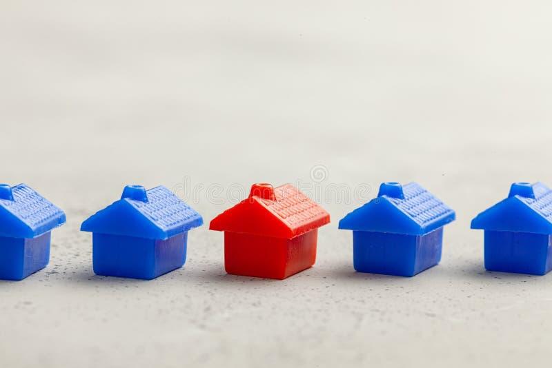 Scelta del bene immobile giusto per comprare o casa in affitto Come trovare nuova casa Copi lo spazio per testo immagine stock