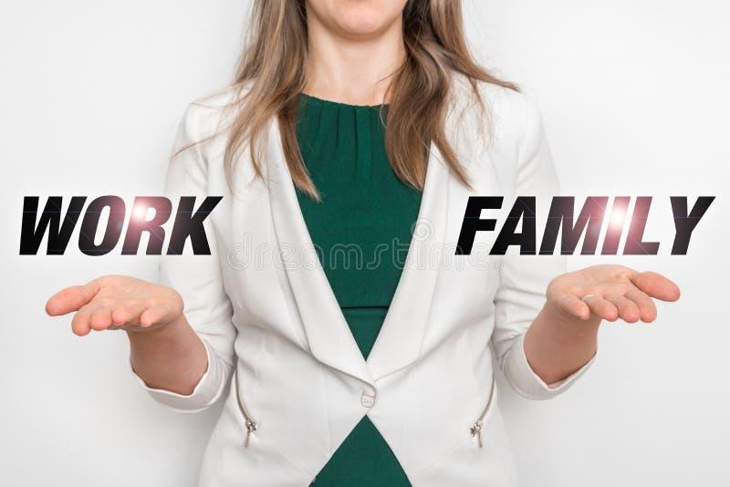 Scelta personale fra lavoro e la famiglia fotografie stock