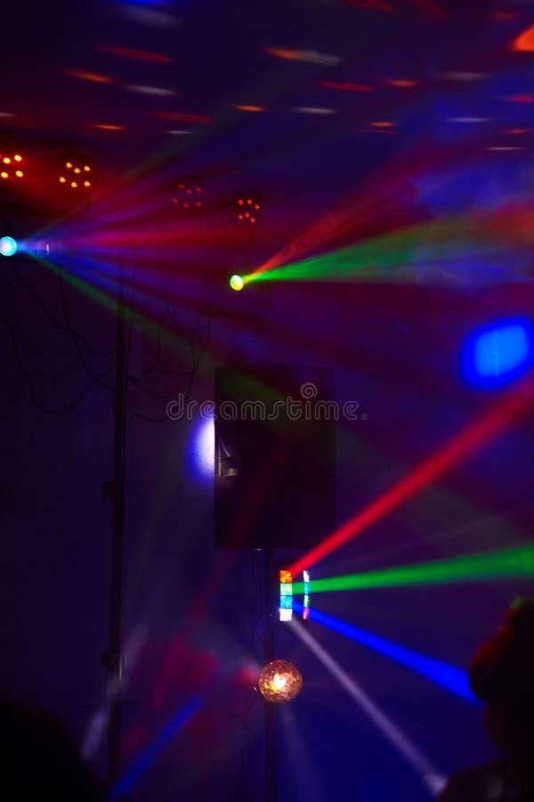 Scen światła w akcji przy koncertem Światła przedstawienie Lazer przedstawienie zdjęcie stock