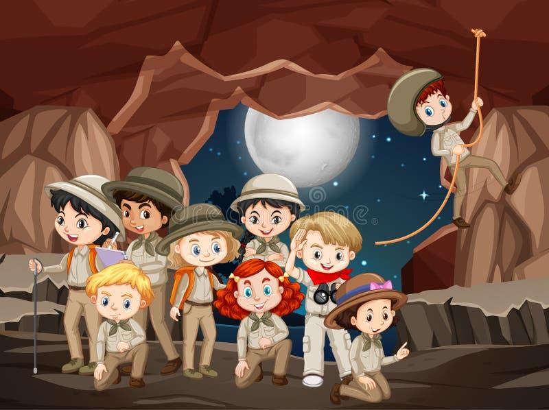 Scen med många barn i grottan på natten royaltyfri illustrationer