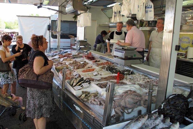 Scena del mercato in Vigevano, Italia fotografia stock