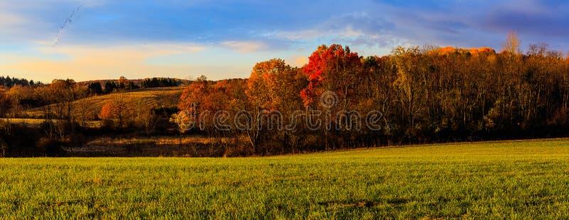 Scena del paese di caduta con i colori cambianti vicino a Troia NY, Hudson Val fotografia stock