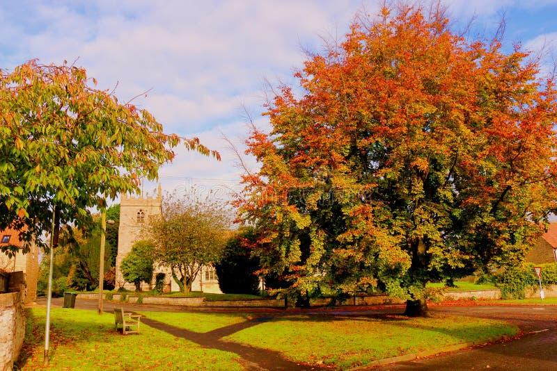 Scena del villaggio di autunno immagini stock libere da diritti
