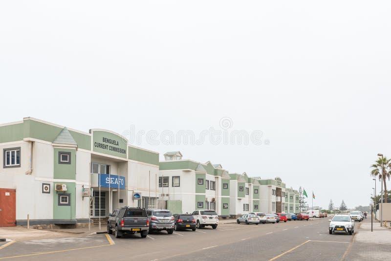 Scena della via con gli edifici per uffici ed i veicoli in Swakopmund immagini stock libere da diritti