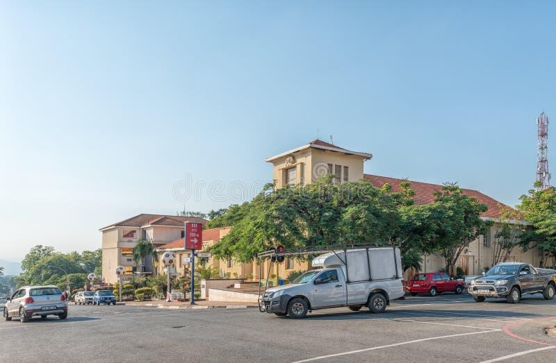 Scena della via, con gli uffici municipali ed i veicoli, in Barberton fotografia stock libera da diritti
