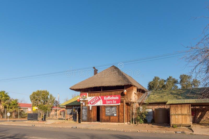 Scena della via, con la caffetteria, la barra ed il forno, in Brandfort fotografie stock