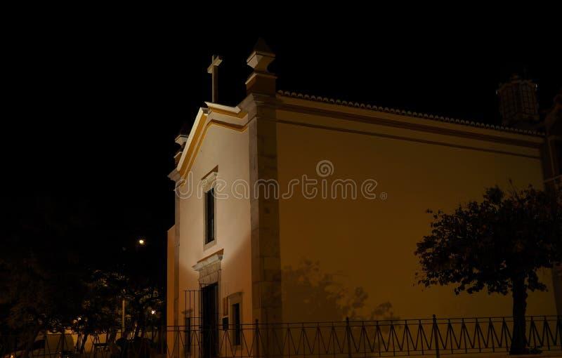 Download Scena Della Via Con La Chiesa Al Crepuscolo A Faro Portogallo Fotografia Stock - Immagine di scenico, costruzione: 117978902