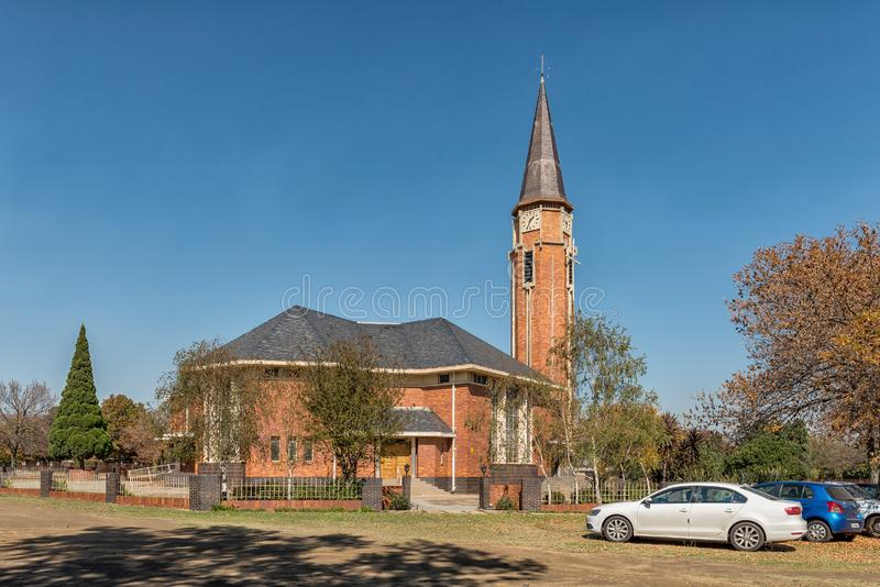 Scena della via, con la chiesa di madre riformata olandese, in Bethal fotografie stock